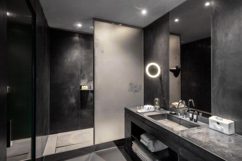 W Amsterdam Luxury Hotel - Amsterdam, Netherlands - WOW Bank One Bedroom Studio Suite Bathroom