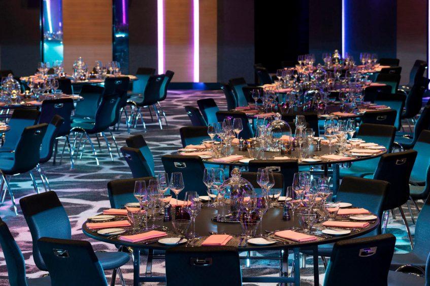 W Brisbane Luxury Hotel - Brisbane, Australia - Great Room Tables