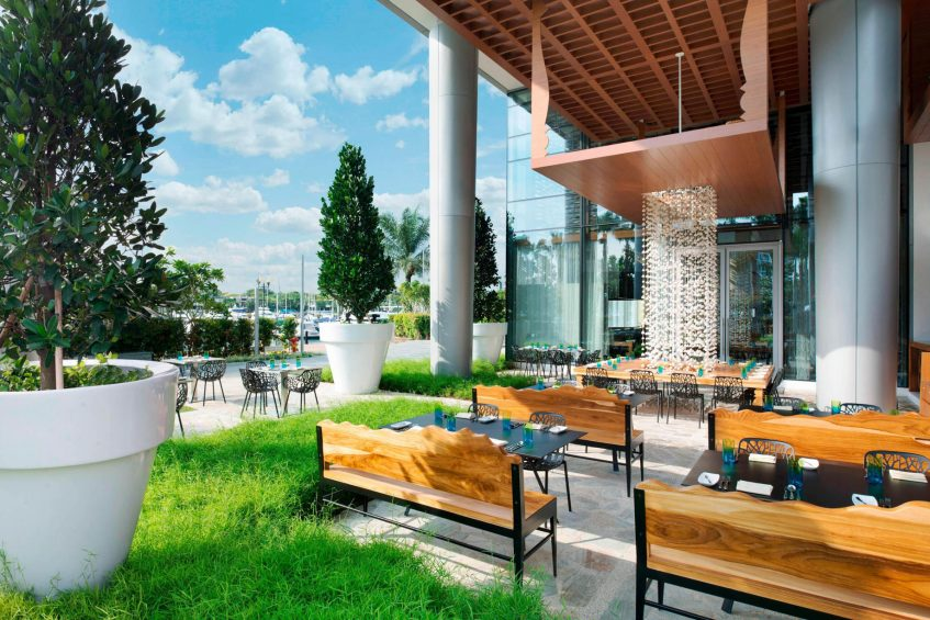 W Singapore Sentosa Cove Luxury Hotel - Singapore - The Kitchen Table Restaurant Outdoor Seating