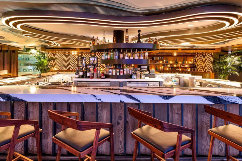 W Scottsdale Luxury Hotel - Scottsdale, AZ, USA - Cottontail Cafe and Lounge Bar Service