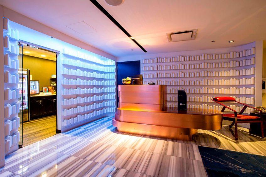 W Chicago Lakeshore Luxury Hotel - Chicago, IL, USA - Grab n Go