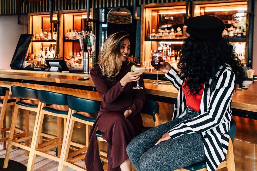 W Hoboken Luxury Hotel - Hoboken, NJ, USA - Halifax Bar Friends