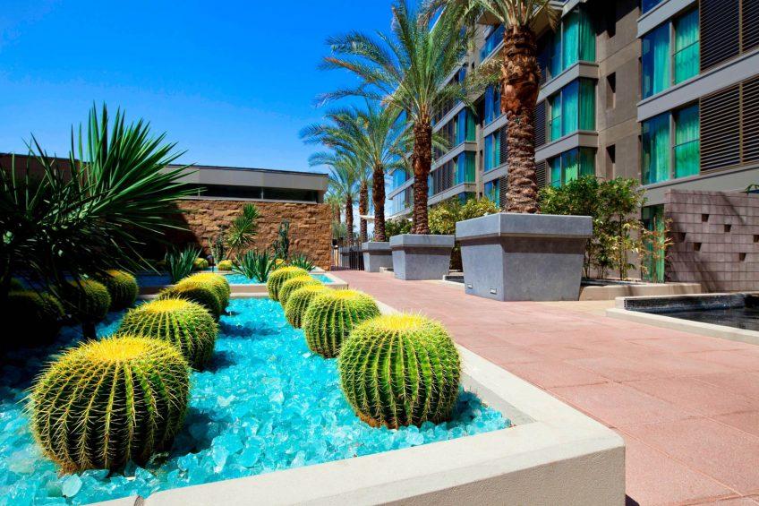 W Scottsdale Luxury Hotel - Scottsdale, AZ, USA - Zen Garden Deck
