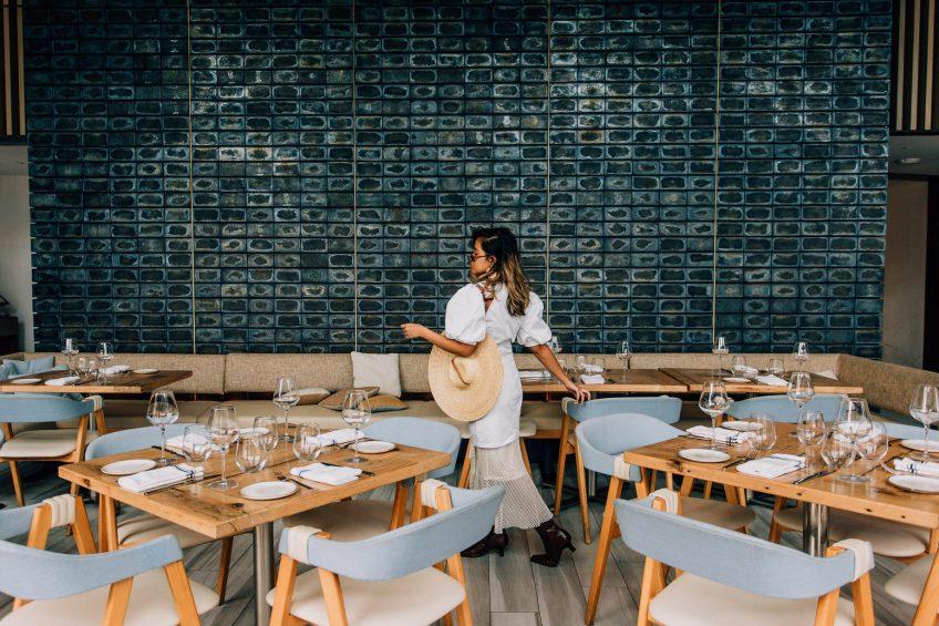 W Hoboken Luxury Hotel - Hoboken, NJ, USA - Halifax Dining Room Tables