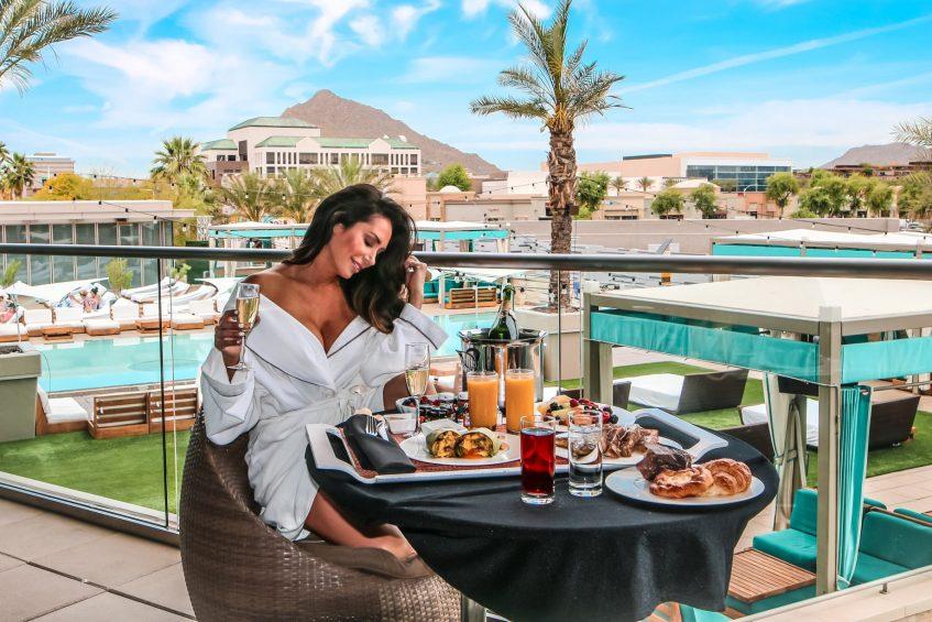 W Scottsdale Luxury Hotel - Scottsdale, AZ, USA - Breakfast With A View