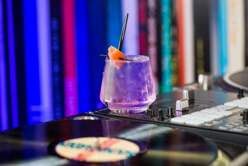 W Seattle Luxury Hotel - Seattle, WA, USA - TRACE Restaurant Cocktail