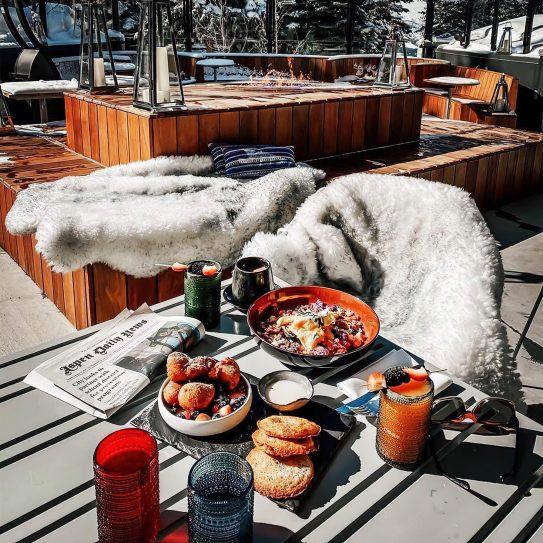 W Aspen Luxury Hotel - Aspen, CO, USA - Outdoor Breakfast