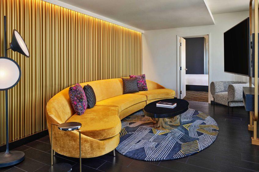 W Minneapolis The Foshay Luxury Hotel - Minneapolis, MN, USA - Wow Suite Living Room