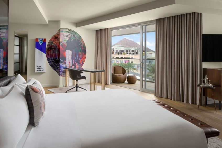 W Scottsdale Luxury Hotel - Scottsdale, AZ, USA - Cool Corner Suite View