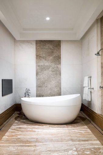 The St. Regis Chengdu Luxury Hotel - Chengdu, Sichuan, China - Presidential Suite Master Bathroom Tub