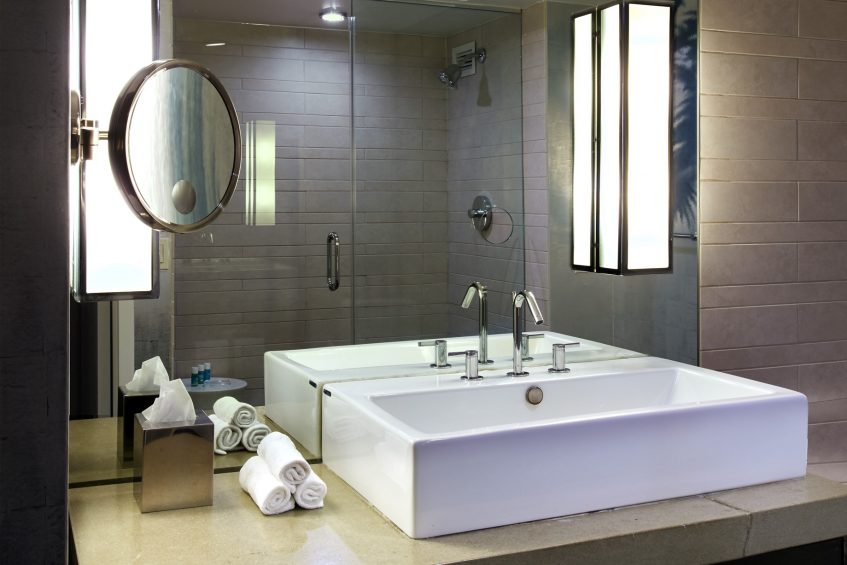 W Los Angeles West Beverly Hills Luxury Hotel - Los Angeles, CA, USA - Spectacular Guest Bathroom