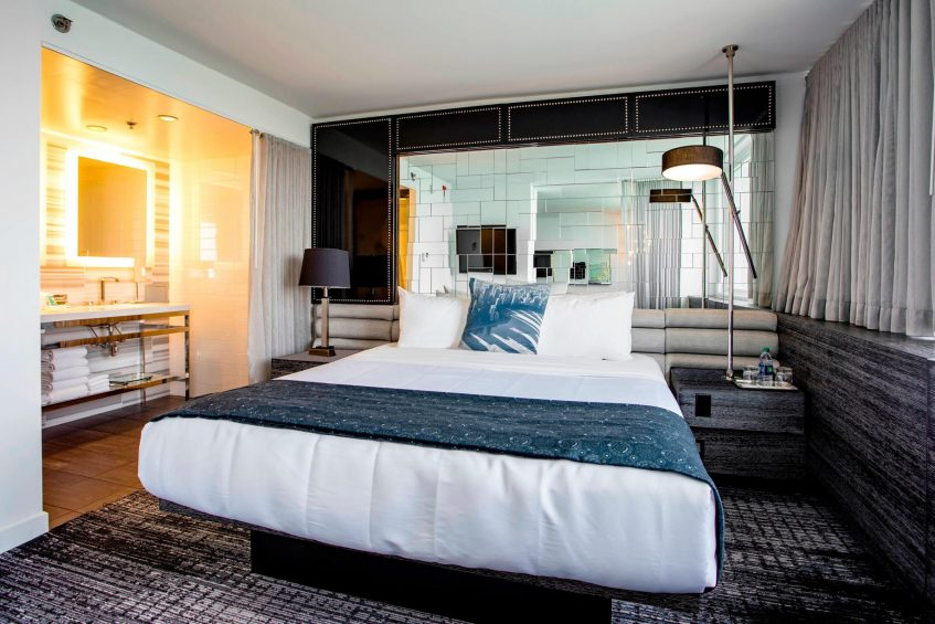 W Chicago Lakeshore Luxury Hotel - Chicago, IL, USA - Marvelous Suite Bedroom