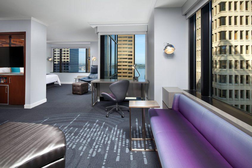 W Seattle Luxury Hotel - Seattle, WA, USA - WOW Suite Desk