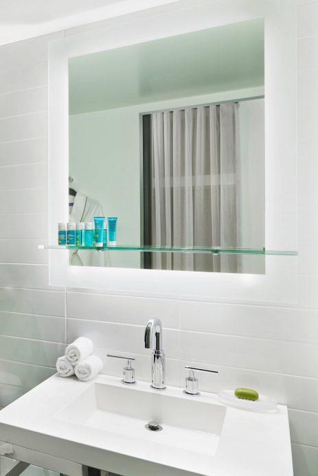 W Chicago Lakeshore Luxury Hotel - Chicago, IL, USA - Wonderful Guest Bathroom