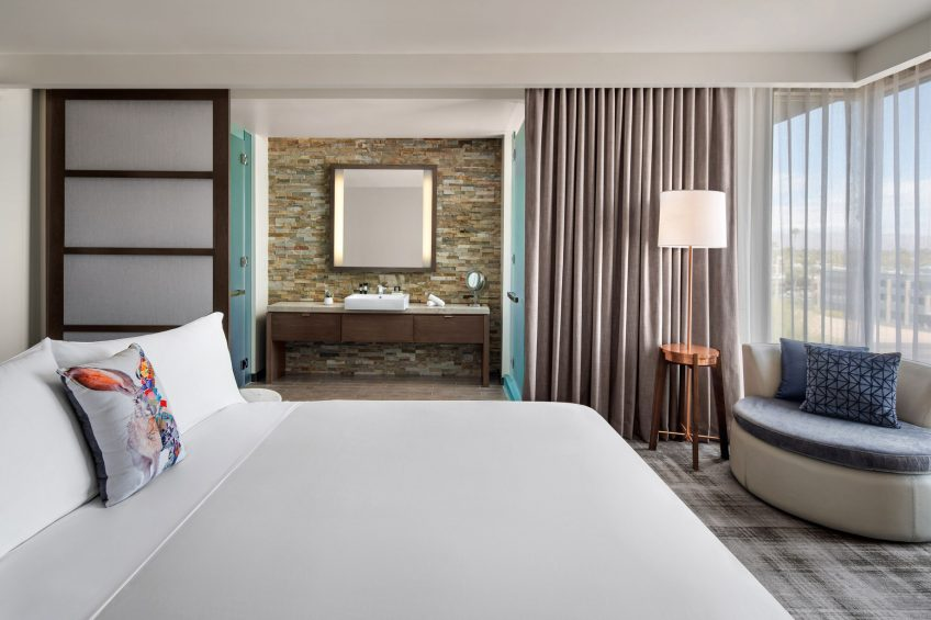 W Scottsdale Luxury Hotel - Scottsdale, AZ, USA - Wonderful and Spectacular King Bedroom