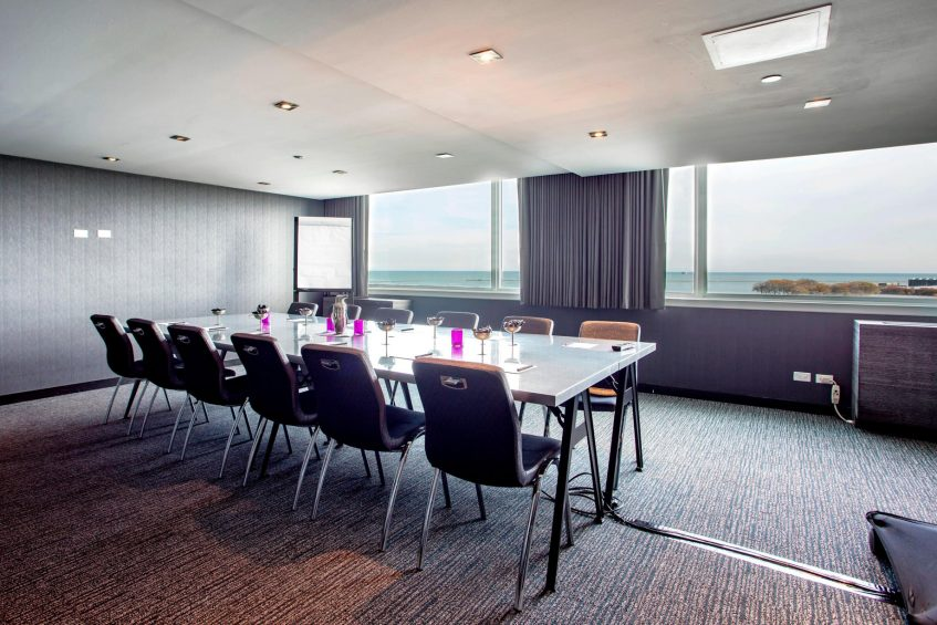 W Chicago Lakeshore Luxury Hotel - Chicago, IL, USA - Focus Meeting Room