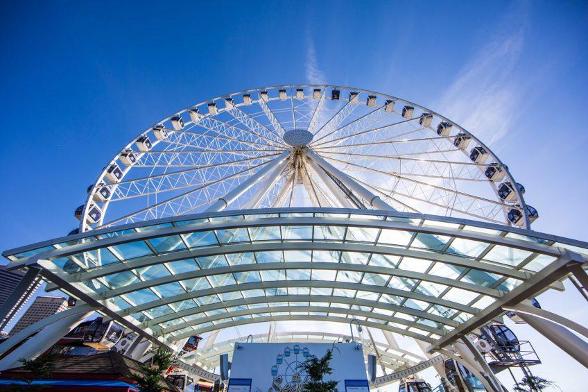 W Seattle Luxury Hotel - Seattle, WA, USA - Seattle Great Wheel Attraction