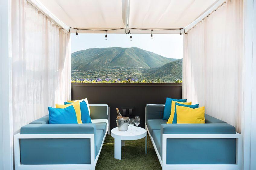 W Aspen Luxury Hotel - Aspen, CO, USA - WET Deck Daydream Lounge