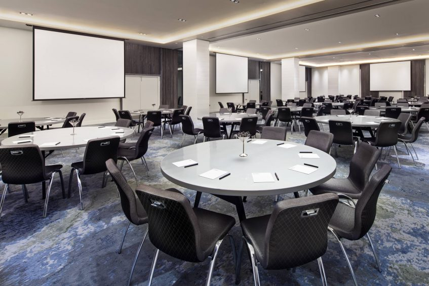 W Fort Lauderdale Luxury Hotel - Fort Lauderdale, FL, USA - Mingle Meeting Room Rounds Setup