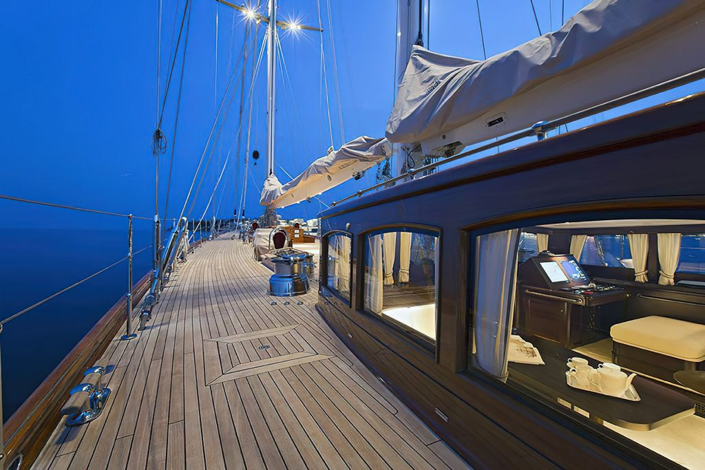 Discover Six of the Best Luxury Yachts for Sale - SY GWEILO - Deck
