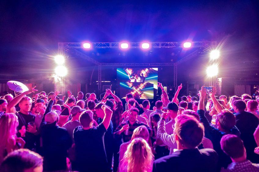 W Scottsdale Luxury Hotel - Scottsdale, AZ, USA - LRL Crowd