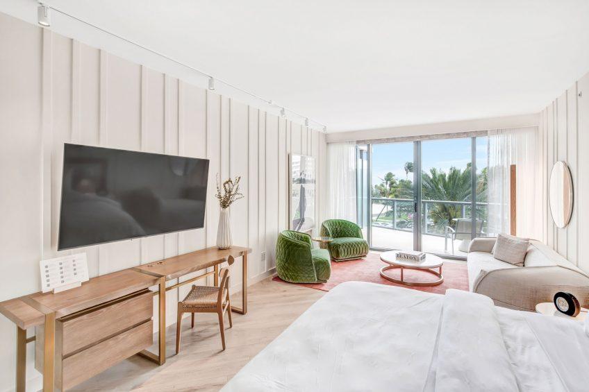 W South Beach Luxury Hotel - Miami Beach, FL, USA - Splendid Studio Living Area
