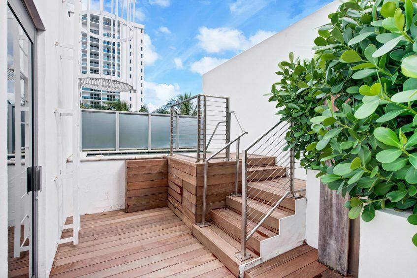 W South Beach Luxury Hotel - Miami Beach, FL, USA - Poolside Bungalow 2 Bedroom Suite Hot Tub