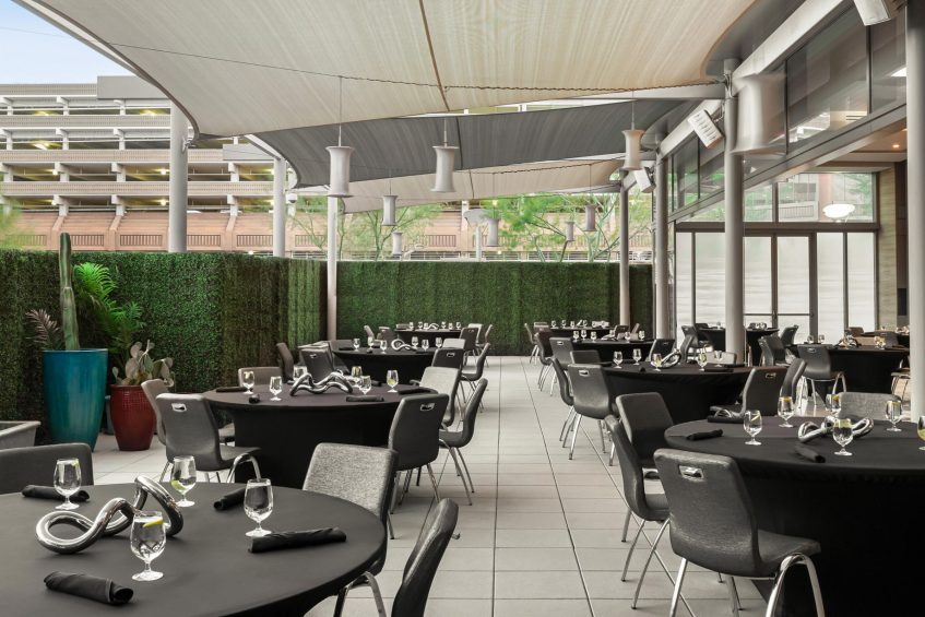 W Scottsdale Luxury Hotel - Scottsdale, AZ, USA - Social Mingle Tables