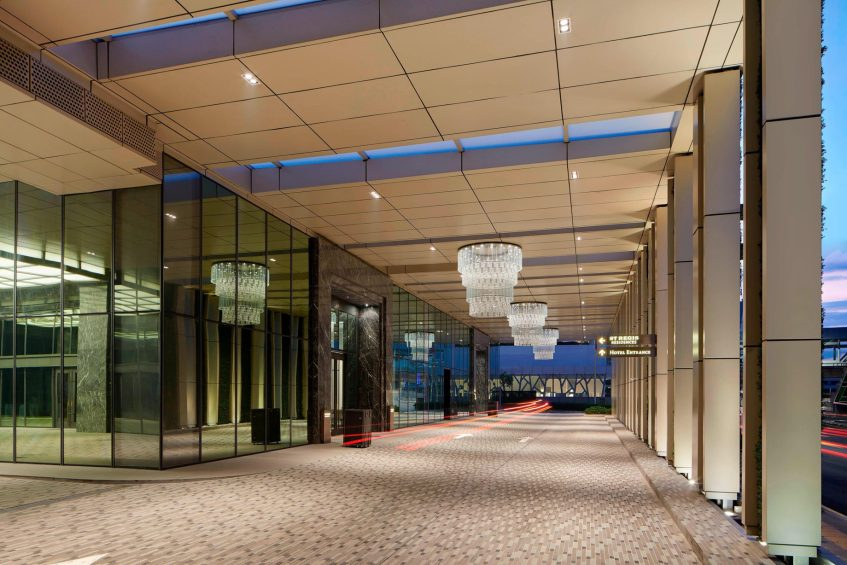 The St. Regis Kuala Lumpur Luxury Hotel - Kuala Lumpur, Malaysia - Hotel Driveway
